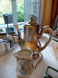 The morning coffee served in elegant recipients. The menu has a lot of healthy meals: yoghurt, fruits, cheeses and teas.